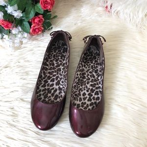 "Kenneth Cole Reaction ""SlipLace""Black Cherry Flats"